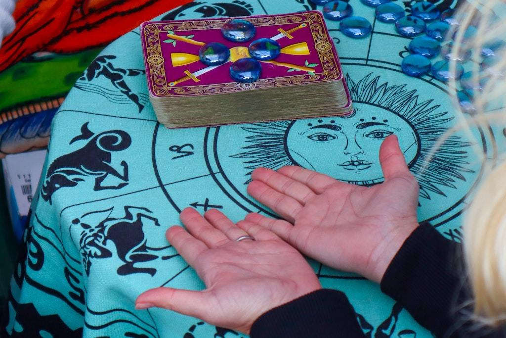 What is Tarot reading in Singapore?